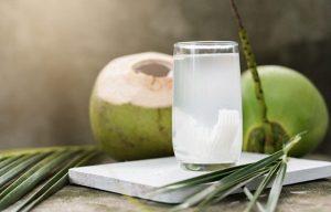 Nước dừa giúp kiểm soát mỡ thừa trên cơ thể